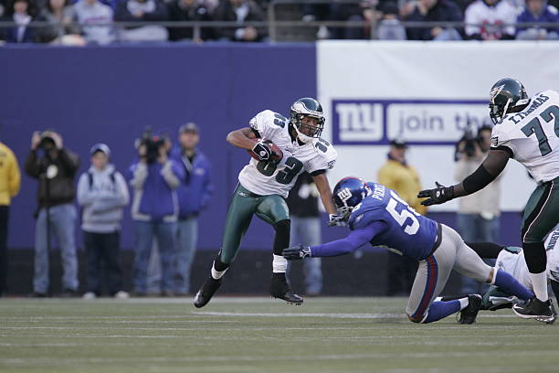 Eagles crippling Giants, still trailing by 3